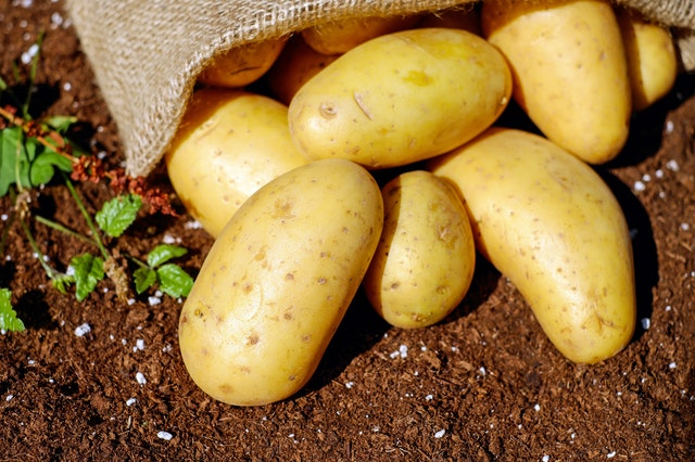 How to Make Baked Potatoes in a Slow Cooker